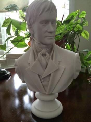 De mini-buste van Darcy is nu te koop. Foto: Regina Jeffers.
